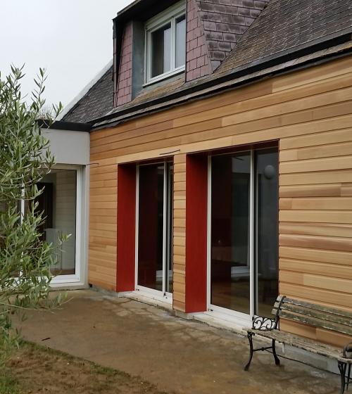 Isolation thermique extérieure bardage bois - ITE - et rénovation toiture - Guétary -