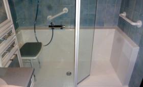 salle de bains avec remplacement baignoire par douche PMR sécurisée - Bayonne - 64100 -