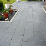 Terrasse en pierre naturelle - granit gris foncé -