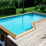 piscine en bois semi-enterrée